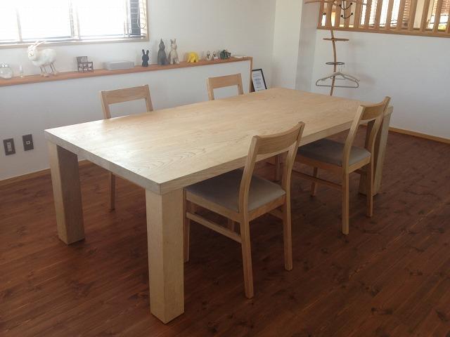 無垢の木テーブル.jpg